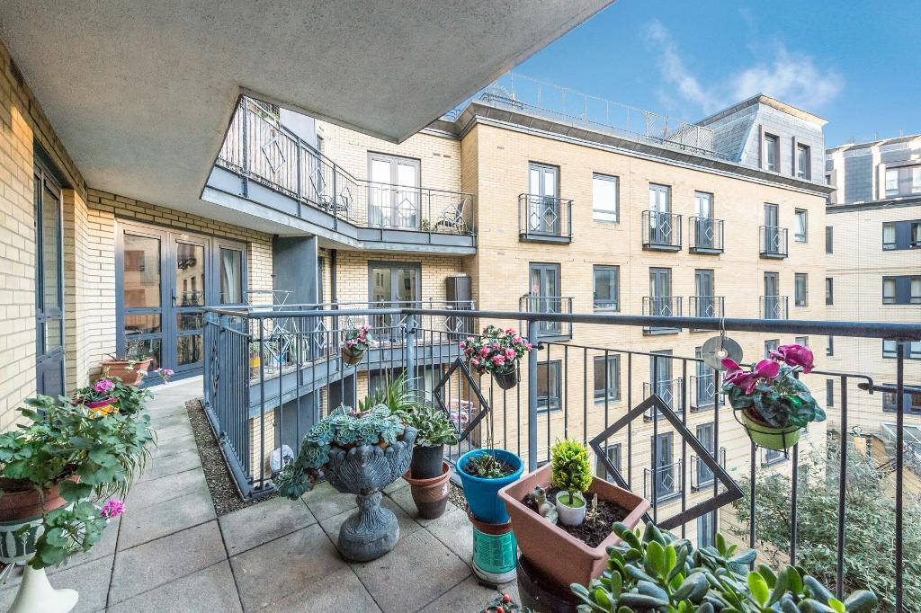 Royal Langford Apartment, 2 Greville Road, Maida Vale, London, NW6 5HT